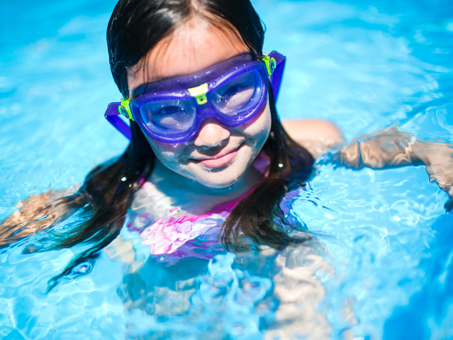 swim-girl-goggles
